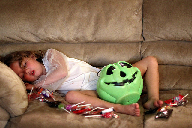 kid_with_halloween_candy