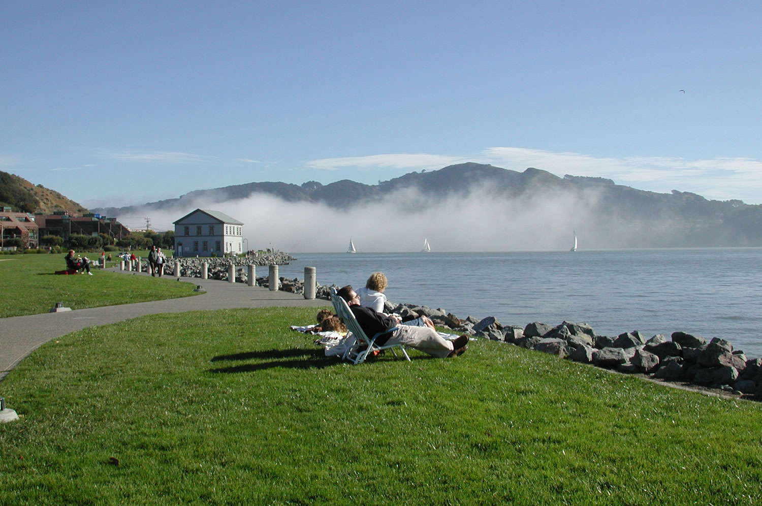 5-great-hikes-shoreline-lounging-credit-Diane-Smith