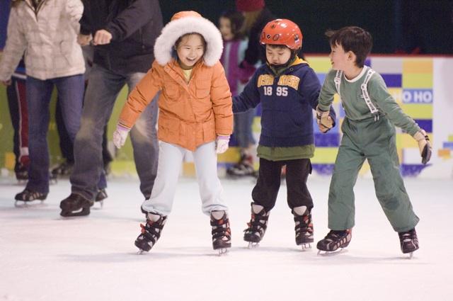Bellevue Magic Season Skate c Merrill Images