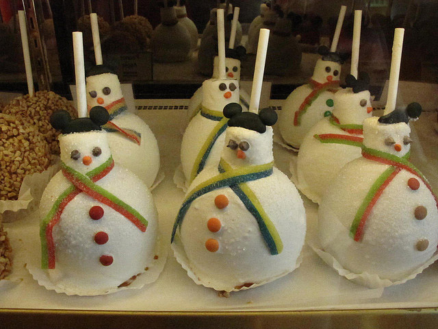 Disneyland-Snowman-Holiday-Caramel-Apples