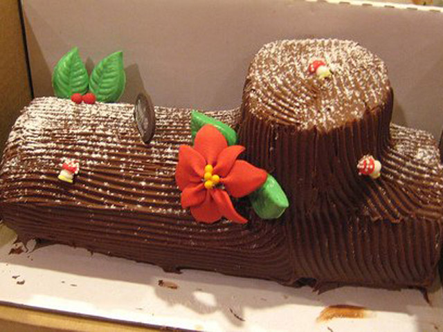 Le-Mousse-Bakery-Holiday-Treat-Christmas-Log