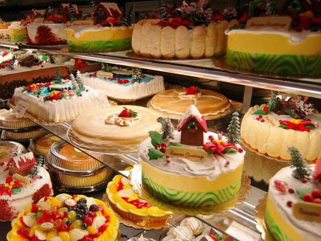 Portos-Bakery-Display-Holiday