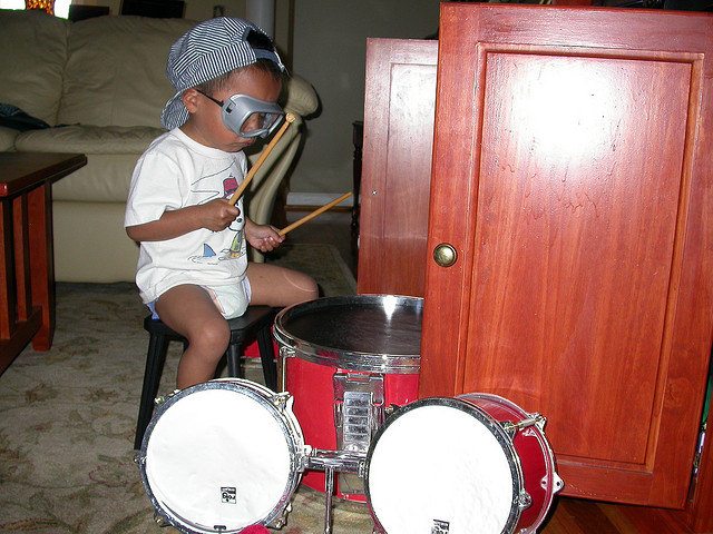 kid-drumming