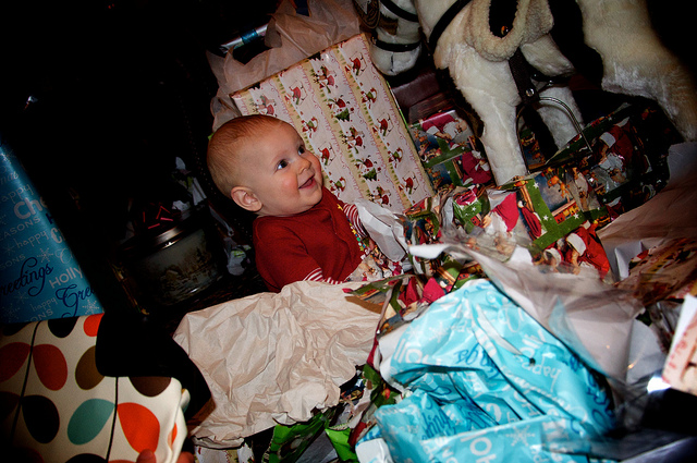 wrapping-baby-paper