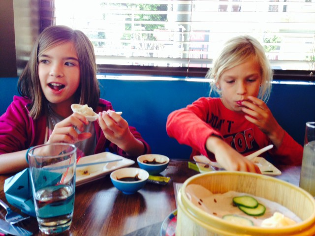 chino_sf_girls_eating