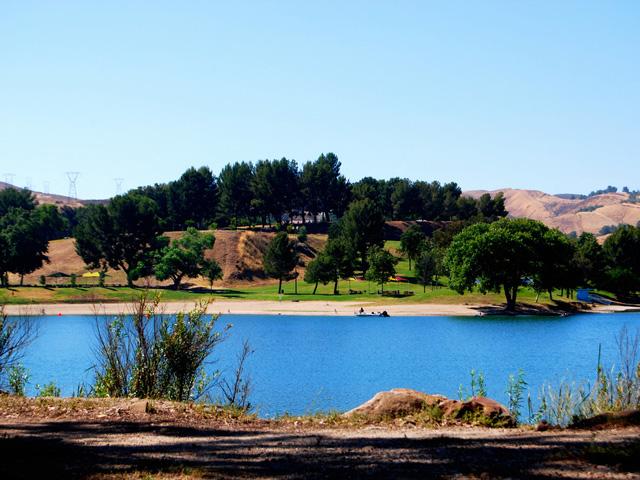 Castaic-Lake-Hills