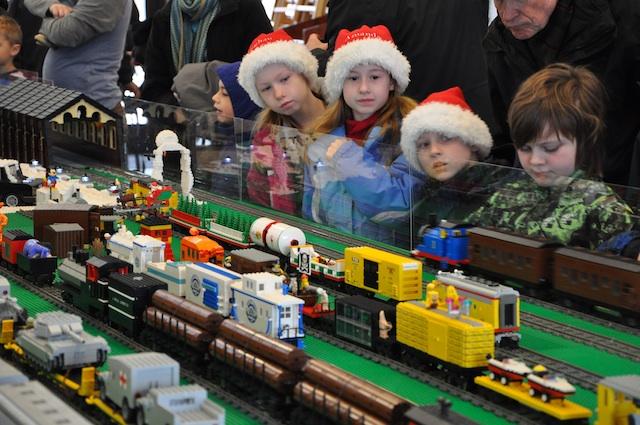 lego-train-show