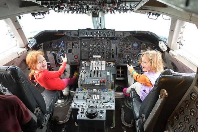 girls at hiller aviation museum