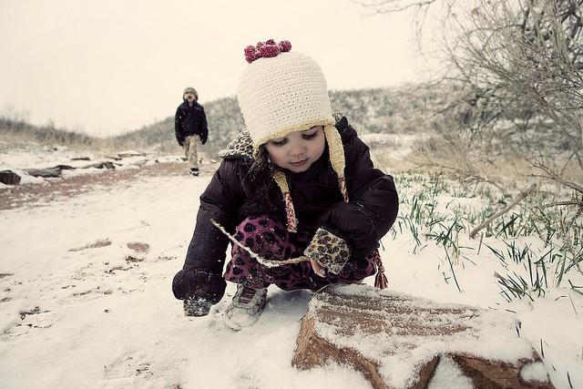 hiking-girl-winter