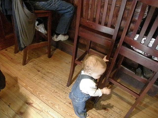 baby-in-bar