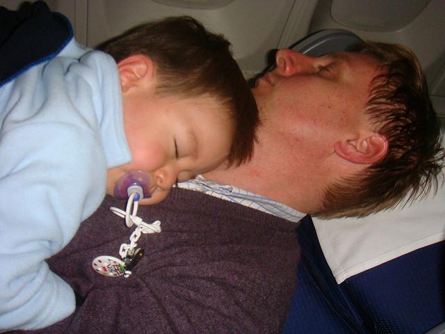 baby-sleep-plane