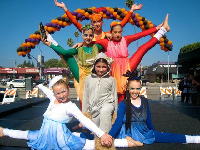Circus-youth-kids-performers-Kinetic-Theory