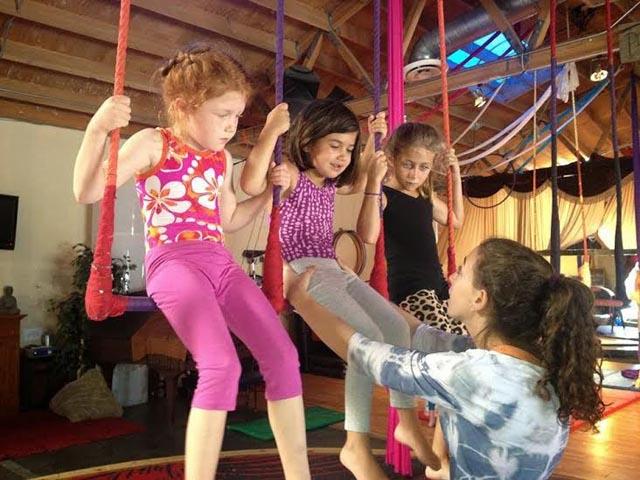 Kids-Trapeze-Le-Studio