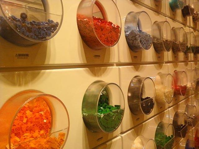 Lego-Store-Bricks-Wall