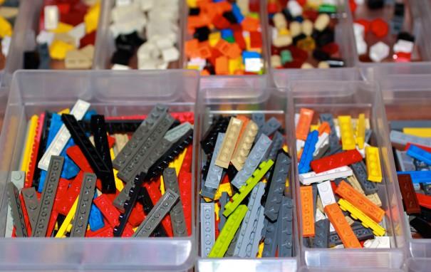 LEGOorganization_RoyLuck_flickr_newyearsresolutions_national_redtricycle