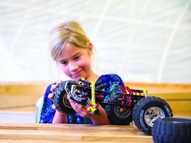 Girl-Lego-Mindstorm-Build-Class