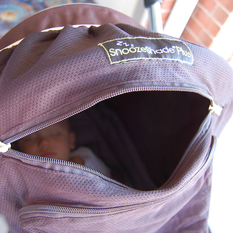 snoozeshade_website_naptimehacks_bump+baby_redtricycle