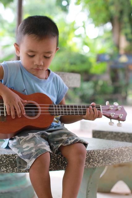kid_playing_ukulele