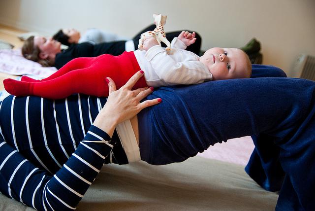 baby-yoga-mom-crdt