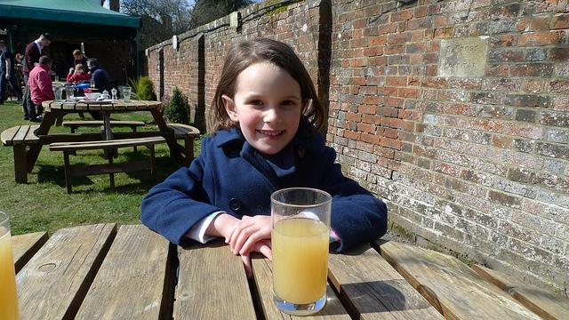 girl_drinking_apple_cider