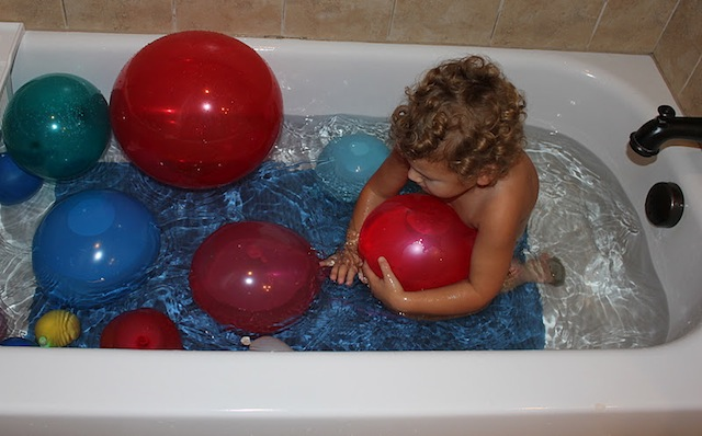 waterballoonbath_ashley_playathomemom_bathtimefun_national_redtricycle