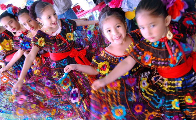1st Annual Rockin' Cinco de Mayo - Kids Create a Craft-Card for Mother's Day Event