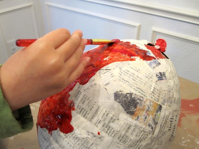 decoratingthepinata_step1_DIYpinata_gabbycullen_CincodeMayo_national_redtricycle