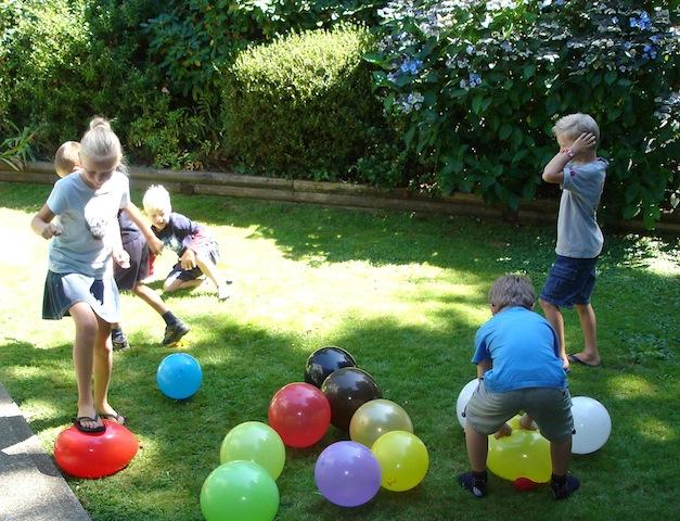 balloonbust_johnkoetsier_classicgames_summerbday_national_redtricycle