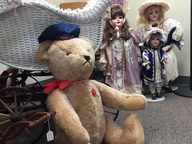 bear dolls toy museum
