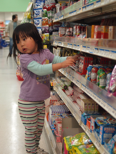 little girl at Nijiya Market via Mike Liu on Flickr
