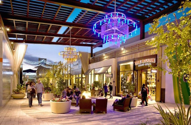 Santa Clarita Valencia Town Center Patios Shopping