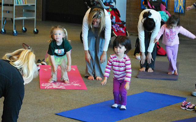 toddler-yoga-group