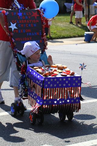 hotdogfloat_jimthephotographer_kiddieparade_fourthofjuly_national_redtricycle