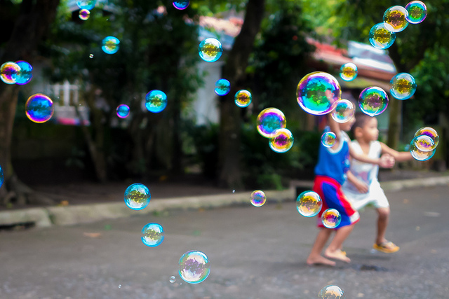kids-bubbles-flickr-cc-brayn-montecillo