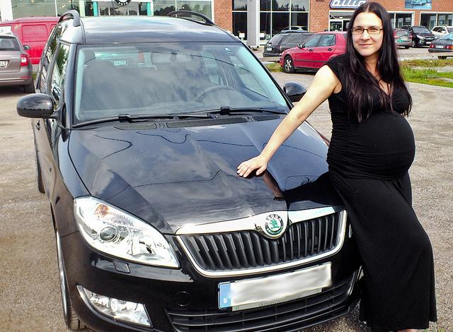 Pregnant-Woman-Car