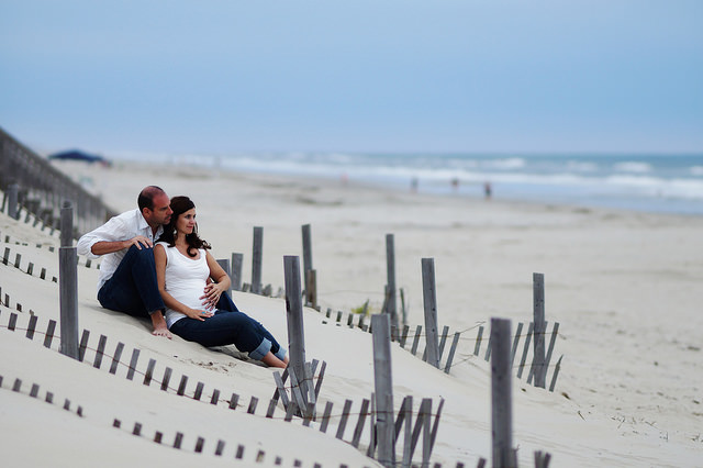 Pregnant-Couple-Beach