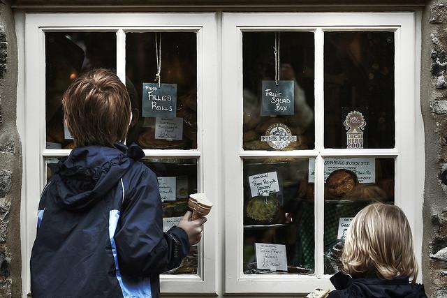 window-shopping-kids