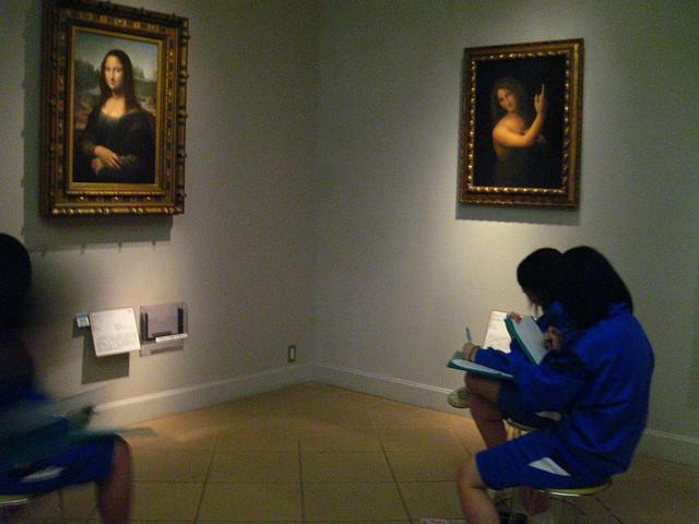 mona lisa museum kids sketching art