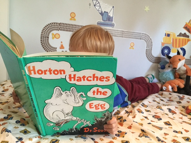 horton hatches an egg kid reading