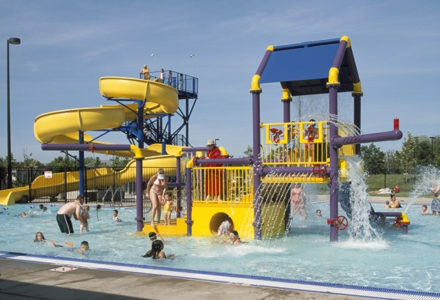 Robert Livermore CC Pool Play Area w-kids_6x4-200