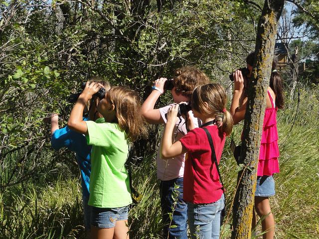 kids-binoculars