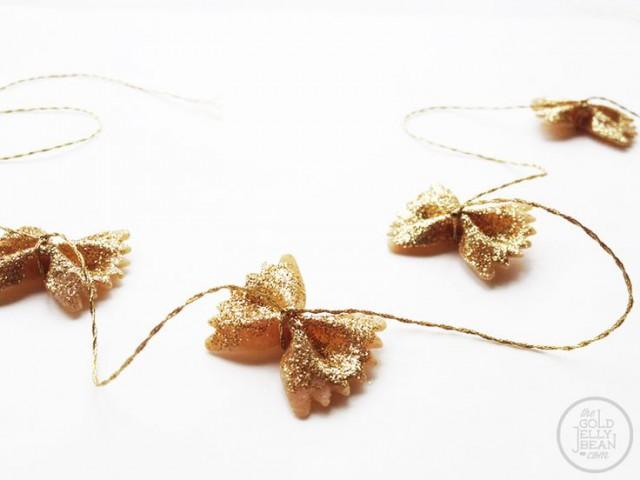 bow-tie-garland