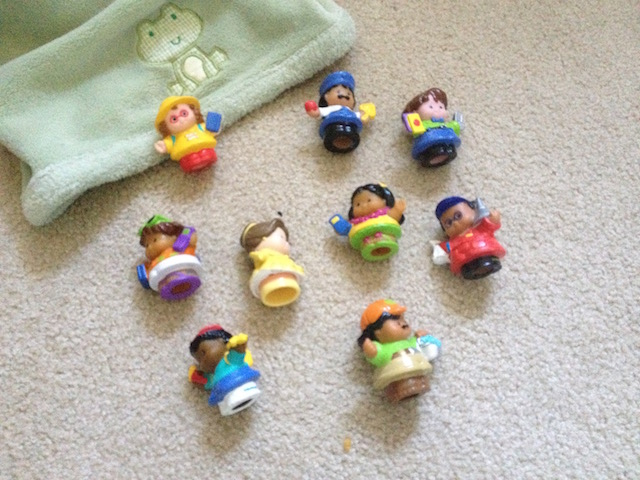 Little people and blanket game