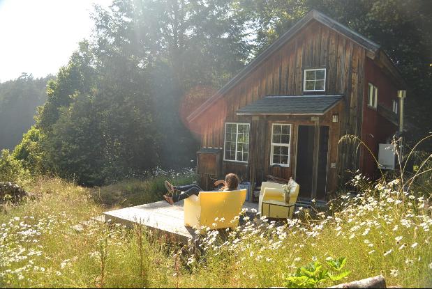 Oz_Farm_Cabin