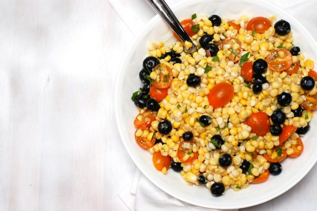 Corn-Salad-with-Blueberries-and-Tomatoes-close-up