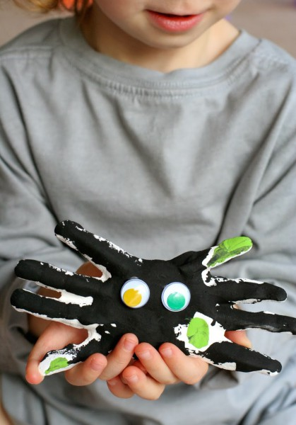 DIY Kid Handprint Spiders Halloween Keepsake