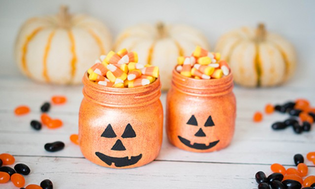 Glittery-Halloween-Pumpkin-Jars (2)
