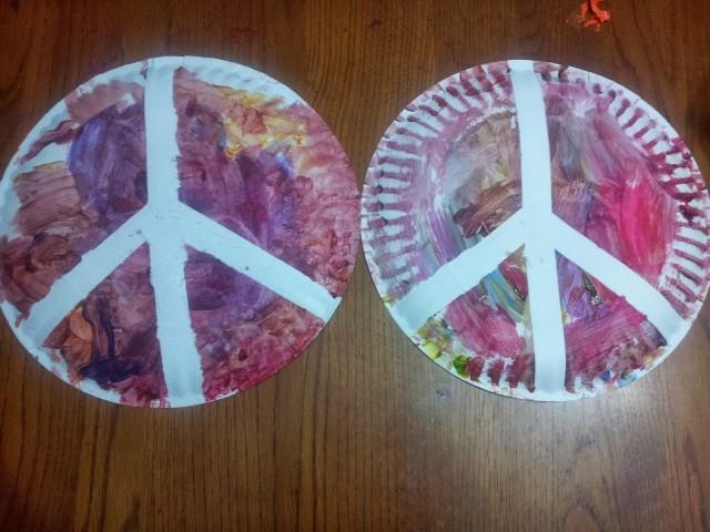 plato de papel signo de la paz 2