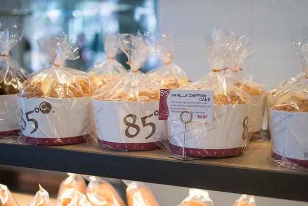 85 Degrees vanilla cakes
