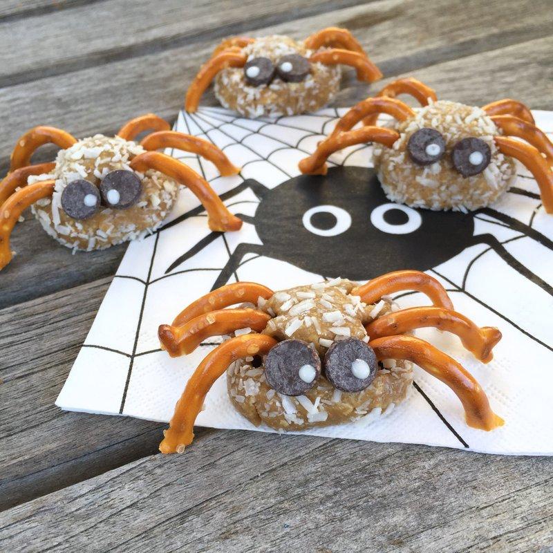 easy-halloween-cookies-spooky-spiders-jennifer-tyler-lee-52-new-foods-challenge-square-copy